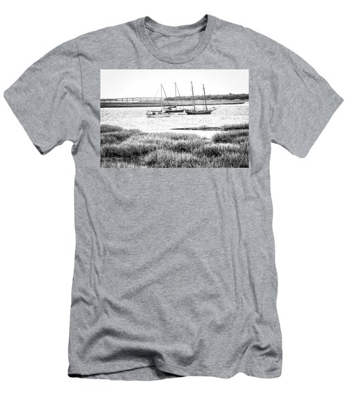 Winter Mooring - Beaufort River Men's T-Shirt (Athletic Fit)
