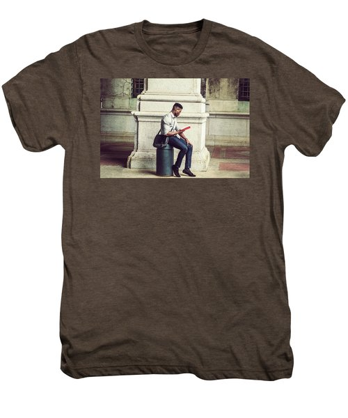African American College Student Studying In New York Men's Premium T-Shirt