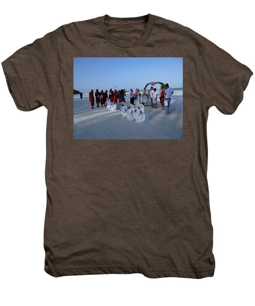 The Happy Couple - Married On The Beach Men's Premium T-Shirt