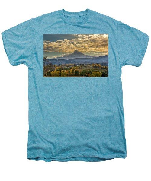 Mount Hood Over Farmland In Hood River In Fall Men's Premium T-Shirt