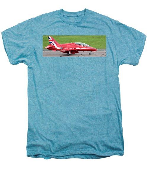 Raf Scampton 2017 - Red Arrows Xx322 Sitting On Runway Men's Premium T-Shirt