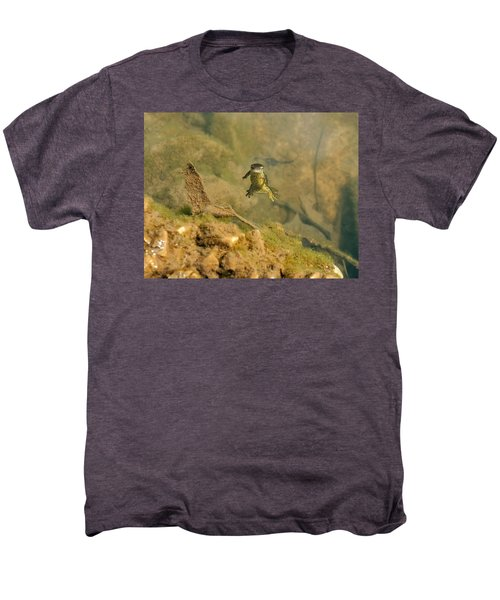 Eastern Newt In A Shallow Pool Of Water Men's Premium T-Shirt by Chris Flees