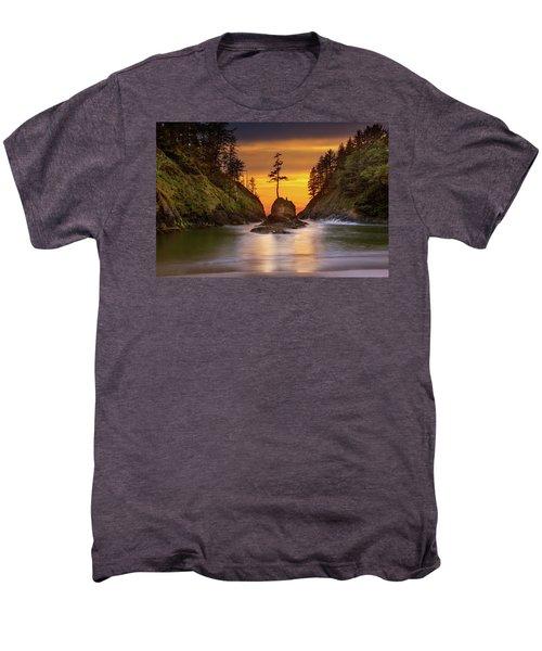 Deadman's Cove At Cape Disappointment State Park Men's Premium T-Shirt