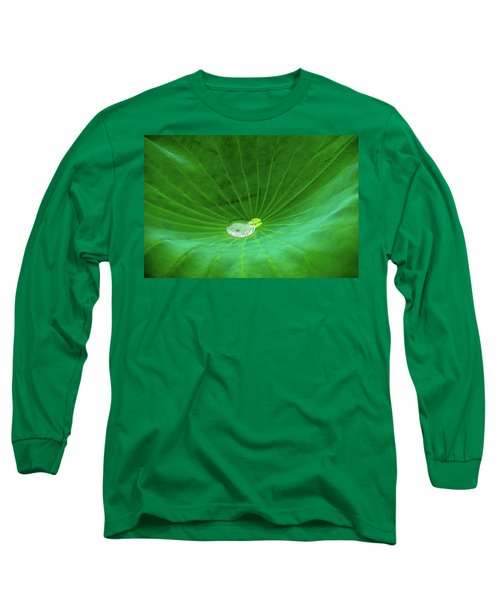 Leaf Cupping A Giant Water Drop Long Sleeve T-Shirt