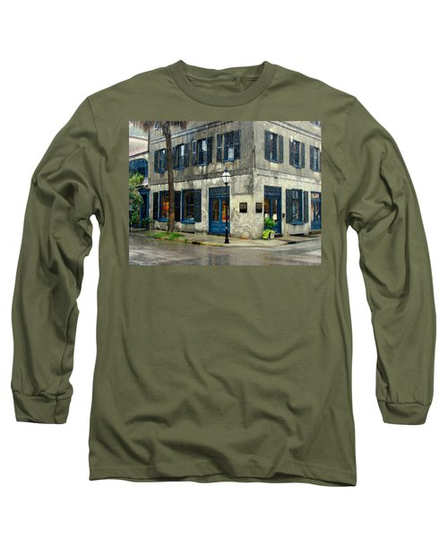 Long Sleeve T-Shirt featuring the photograph Art Gallery In The Rain by Rodney Lee Williams