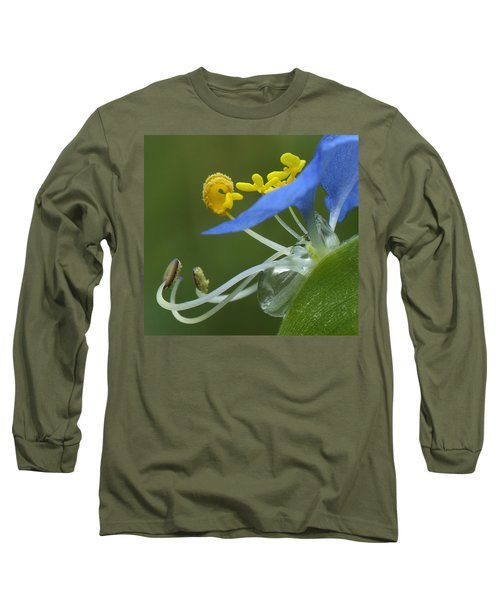 Close View Of Slender Dayflower Flower With Dew Long Sleeve T-Shirt
