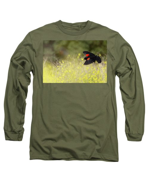 Red Winged Blackbird In Flight Long Sleeve T-Shirt