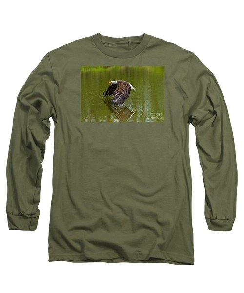Bald Eagle In Low Flight Over A Lake Long Sleeve T-Shirt by Les Palenik