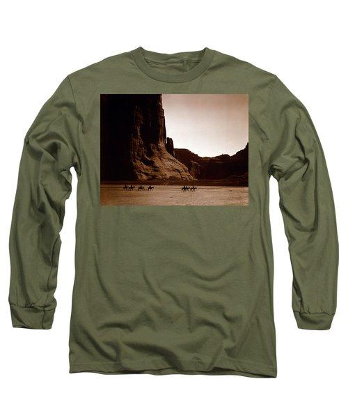 Canyon De Chelly 2c Navajo Long Sleeve T-Shirt
