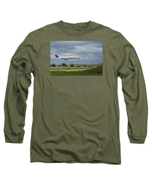 Delta Airlines Mcdonnell Douglas Aircraft N952dl Hartsfield-jackson Atlanta International Airport Long Sleeve T-Shirt