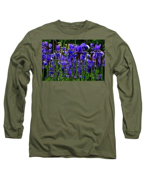 Fleur De Lys Long Sleeve T-Shirt by Elfriede Fulda