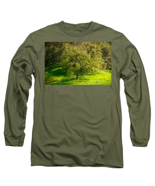 Green Oak Tree And Grasses Long Sleeve T-Shirt