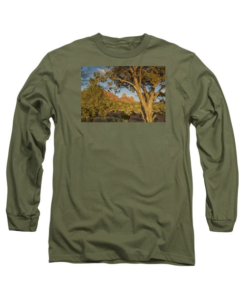 Long Sleeve T-Shirt featuring the photograph Huckabee by Tom Kelly