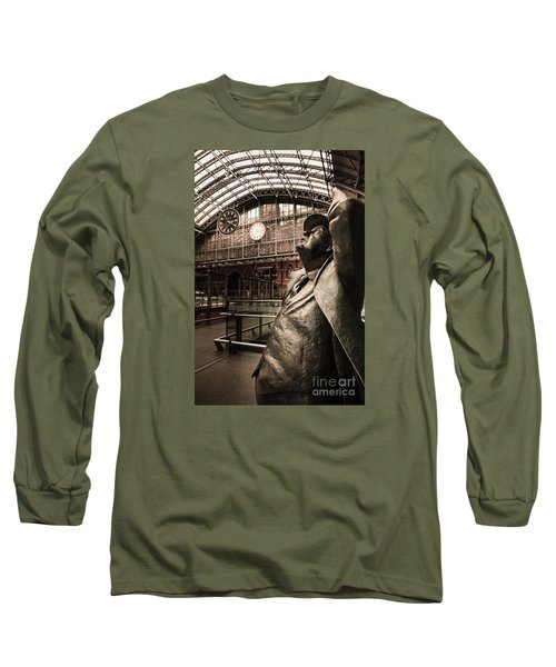 John Betjeman And Dent Clockat St Pancras Railway Station Long Sleeve T-Shirt