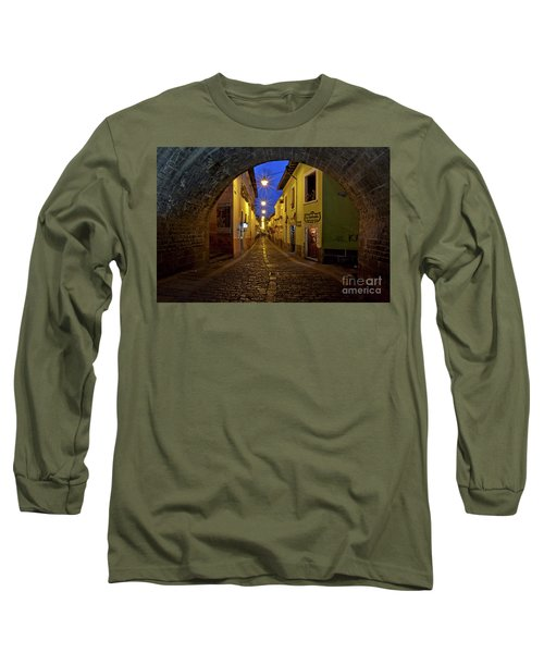 La Ronda Calle In Old Town Quito, Ecuador Long Sleeve T-Shirt by Sam Antonio Photography