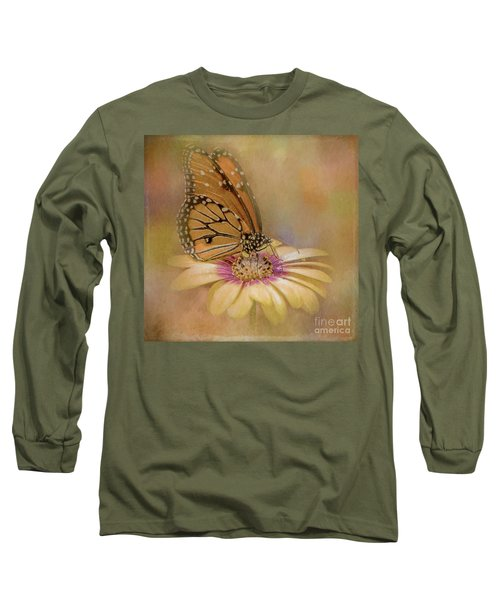Monarch On A Daisy Mum Long Sleeve T-Shirt