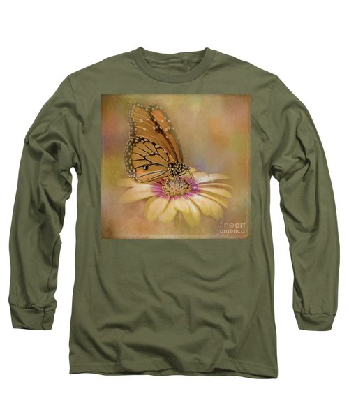 Monarch On A Daisy Mum Long Sleeve T-Shirt