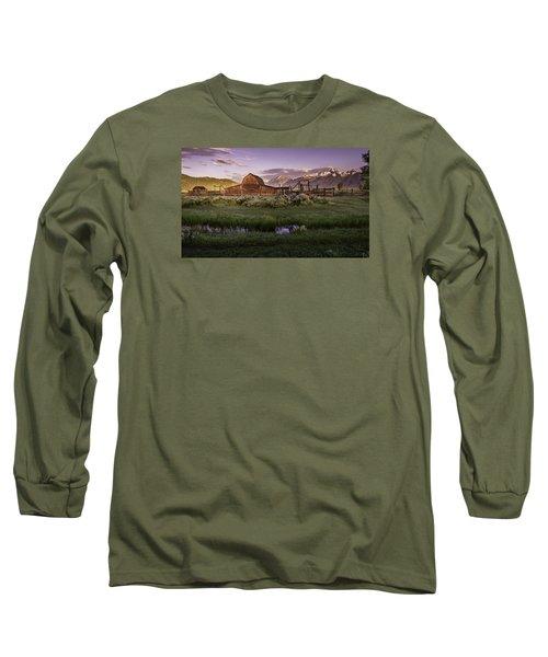 Moulton Barn At Dawn Long Sleeve T-Shirt