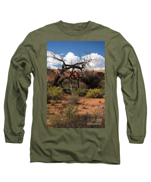 Old Tree In Capital Reef National Park Long Sleeve T-Shirt