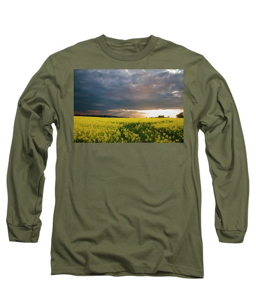 Rays At Sunset Long Sleeve T-Shirt by Rob Hemphill