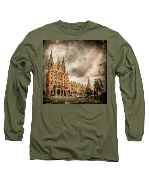 London, England - Saint Pancras Station Long Sleeve T-Shirt