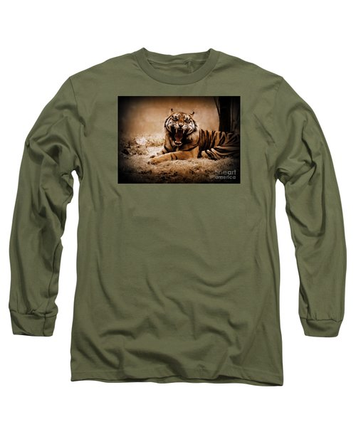 Long Sleeve T-Shirt featuring the photograph Saying Hello by Lisa L Silva