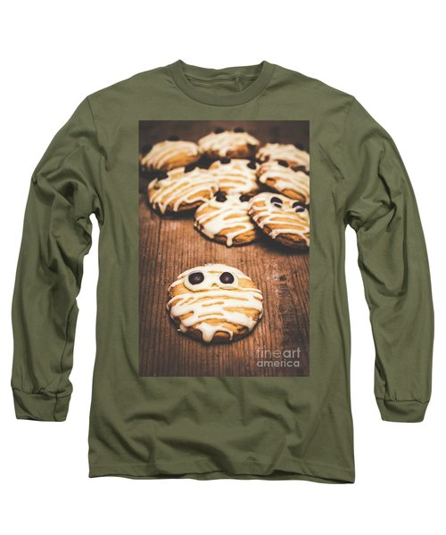 Scared Baking Mummy Biscuit Long Sleeve T-Shirt