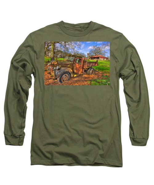 The Resting Place 1947 Dodge Dump Truck Georgia Farm Art Long Sleeve T-Shirt