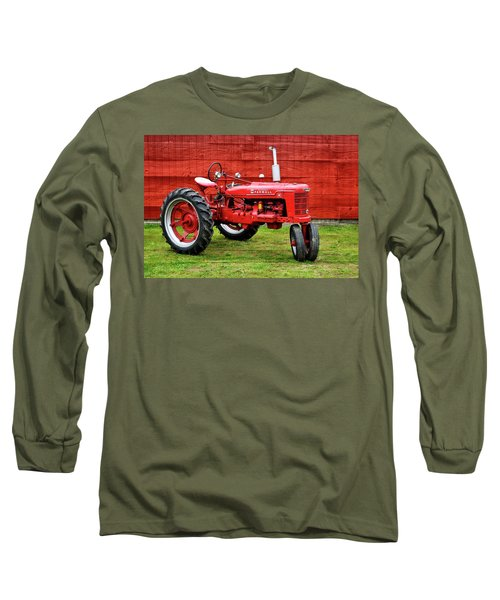 Vintage Farmall Tractor With Barnwood Long Sleeve T-Shirt