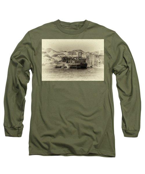 Wadi Al-sebua Antiqued Long Sleeve T-Shirt