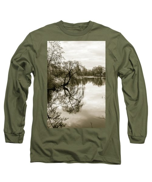 Weeping Willow Tree In The Winter Long Sleeve T-Shirt