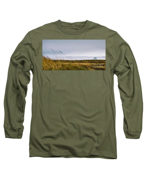 Beautiful Panoramic Photos Of Icelandic Landscapes That Transmit Beauty And Tranquility. Long Sleeve T-Shirt