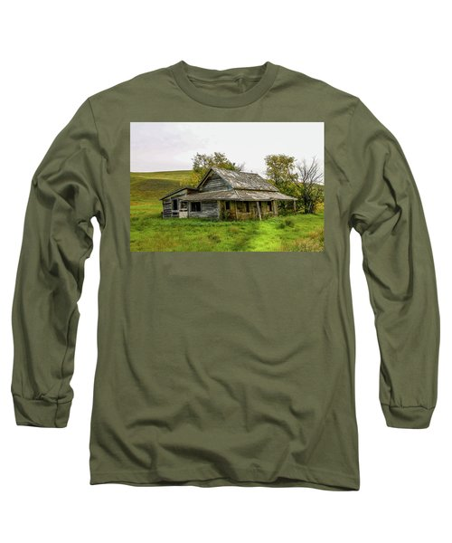 Abondened Old Farm Houese And Estates Dot The Prairie Landscape, Long Sleeve T-Shirt