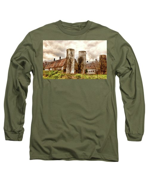 Old Rustic Barn In Cumberland Virginia Long Sleeve T-Shirt