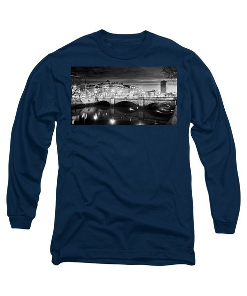 O Connell Bridge At Night - Dublin - Black And White Long Sleeve T-Shirt