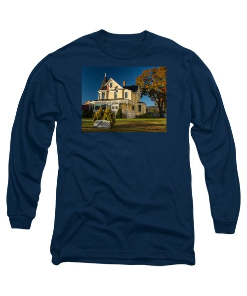 Long Sleeve T-Shirt featuring the photograph Gibson Woodbury House North Conway by Nancy De Flon