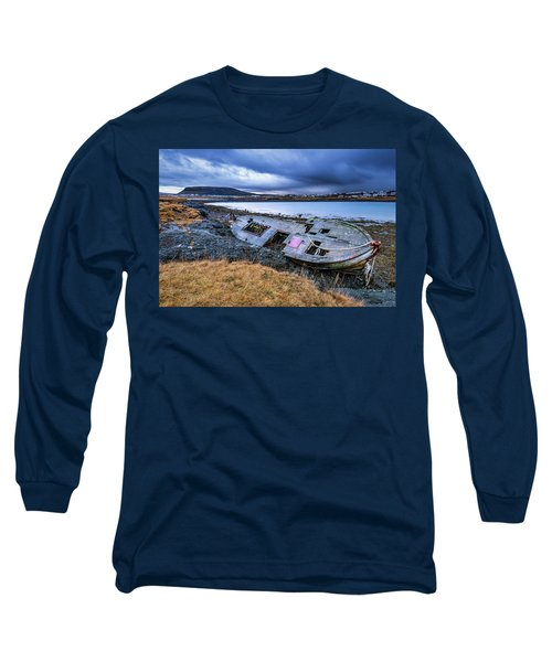 Old Wooden Ship On Beach Long Sleeve T-Shirt