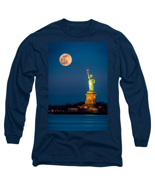 Statue Of Liberty And A Rising Supermoon In New York City Long Sleeve T-Shirt