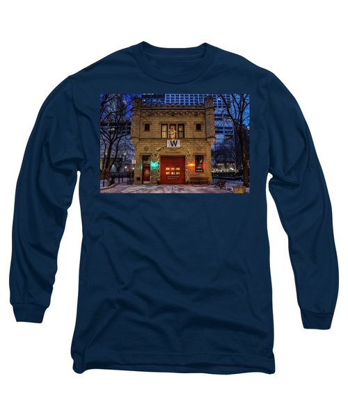 Vintage Chicago Firehouse With Xmas Lights And W Flag Long Sleeve T-Shirt