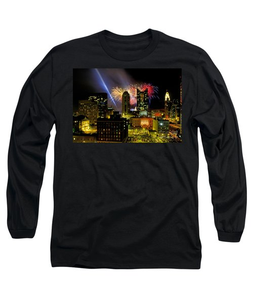 21l334 Red White And Boom Fireworks Display Photo Long Sleeve T-Shirt