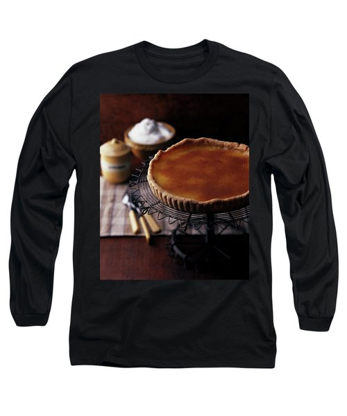 A Vinegar Pie On A Wire Stand Long Sleeve T-Shirt