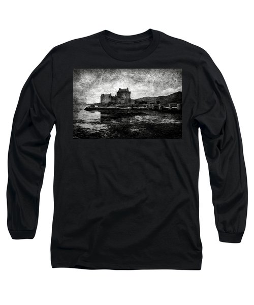 Eilean Donan Castle In Scotland Bw Long Sleeve T-Shirt