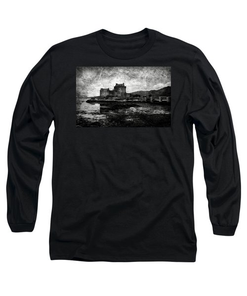 Eilean Donan Castle In Scotland Bw Long Sleeve T-Shirt
