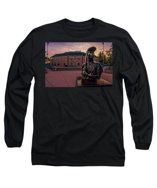Hank Aaron Statue Long Sleeve T-Shirt