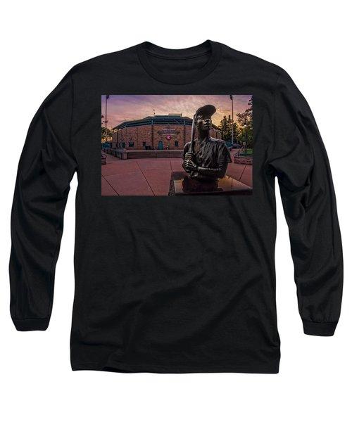 Hank Aaron Statue Long Sleeve T-Shirt by Tom Gort