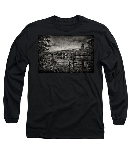 House On The River Long Sleeve T-Shirt