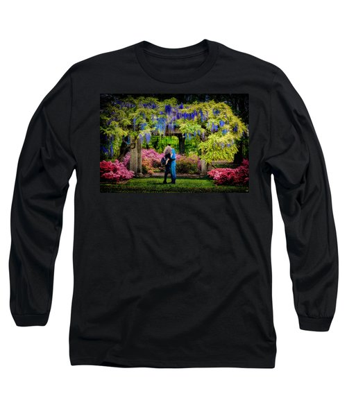 Long Sleeve T-Shirt featuring the photograph New York Lovers In Springtime by Chris Lord