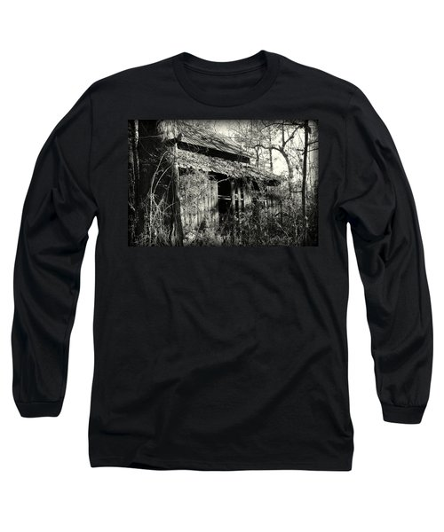 Old Barn In Black And White Long Sleeve T-Shirt