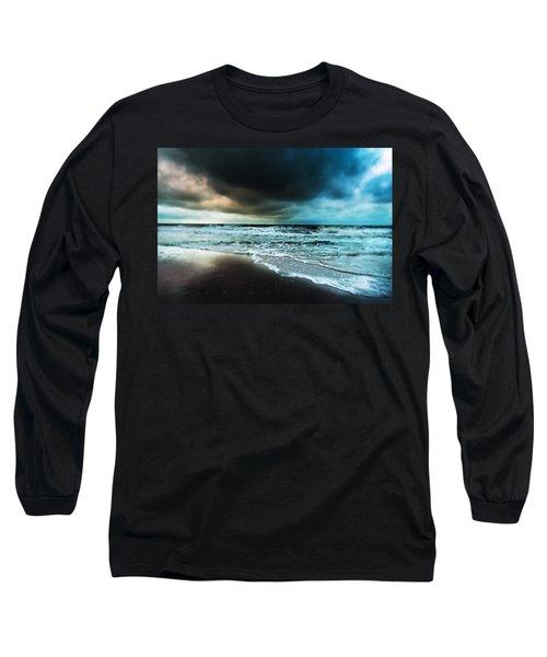 Storm Tilt Long Sleeve T-Shirt