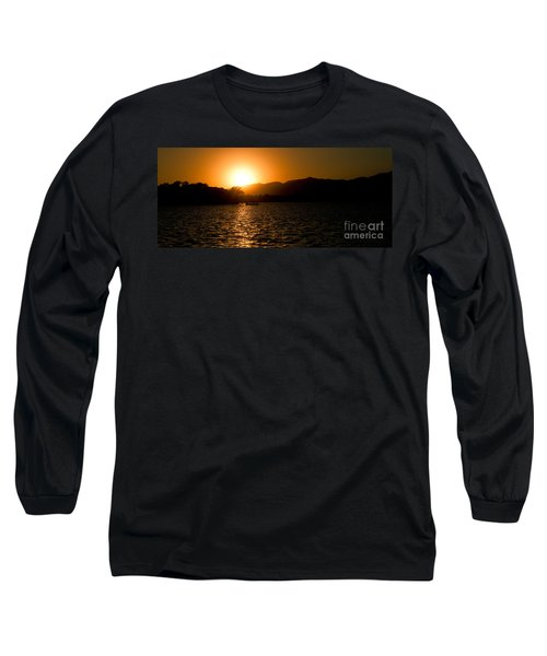 Long Sleeve T-Shirt featuring the photograph Sunset At Kunming Lake by Yew Kwang
